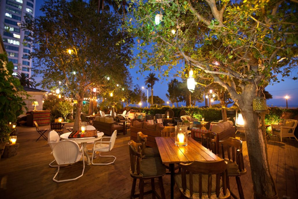 the bungalow santa monica patio seating at night