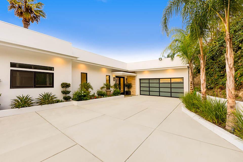 beverly hills villa rental garage driveway