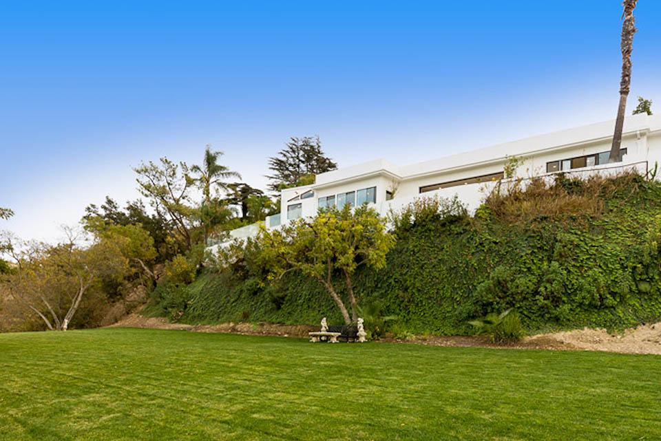 beverly hills villa rental outdoor grass