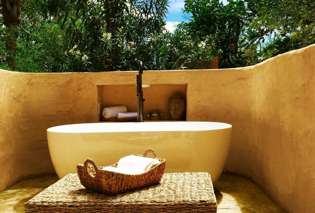outdoor bathtub spa retreat