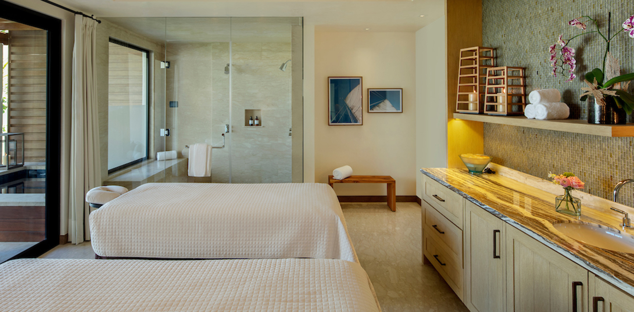 chileno bay spa suite with plunge pool massage room
