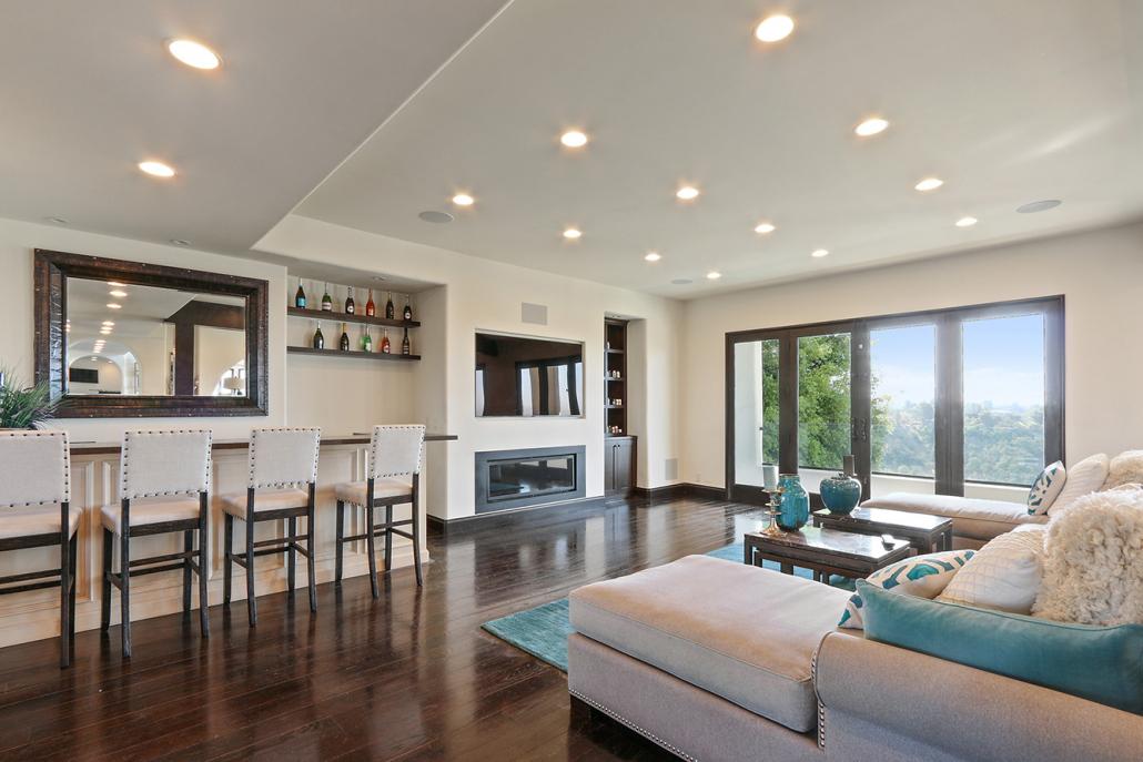 beverly hills villa rental living room with bar
