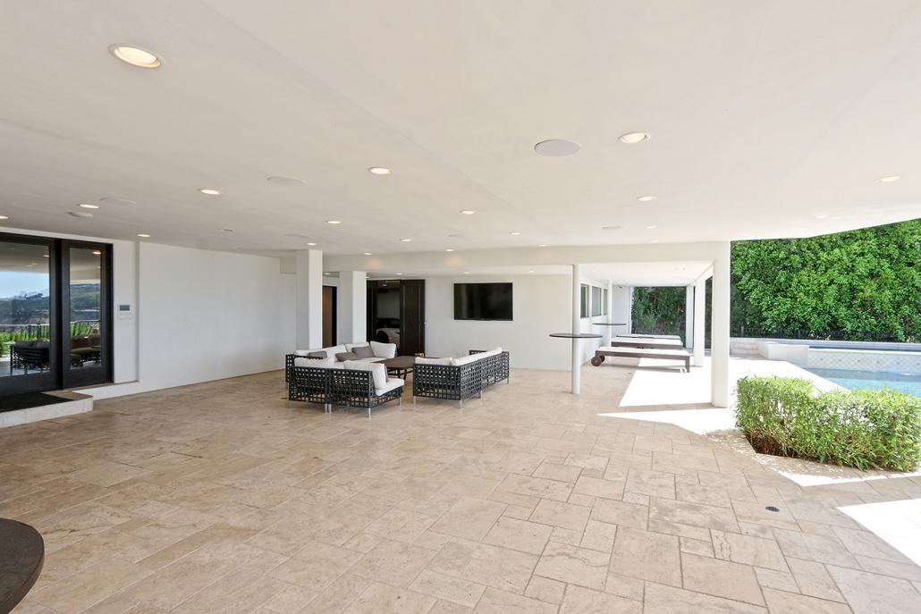 beverly hills villa rental patio