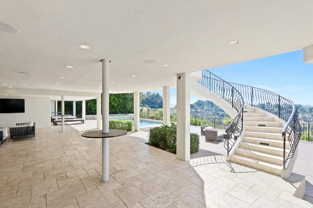 beverly hills villa rental patio with staircase