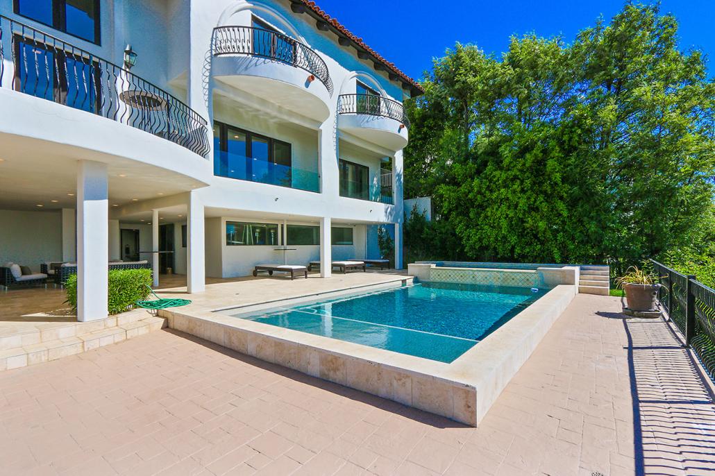 beverly hills villa rental backyard pool