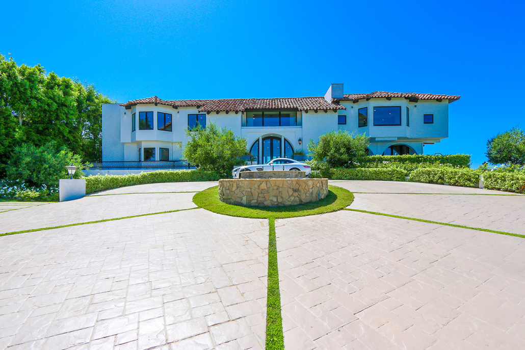 beverly hills villa rental driveway