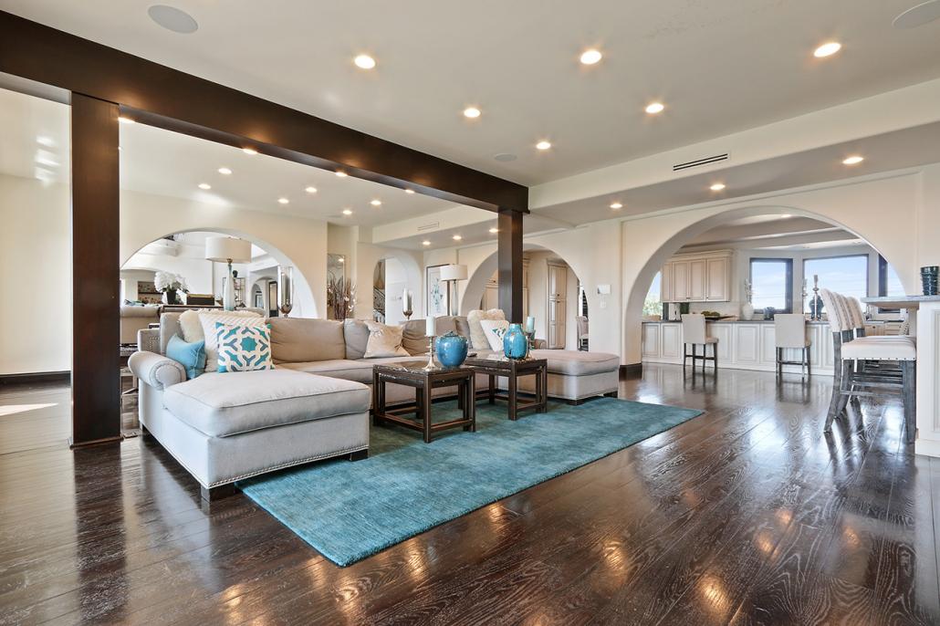 beverly hills villa rental living room