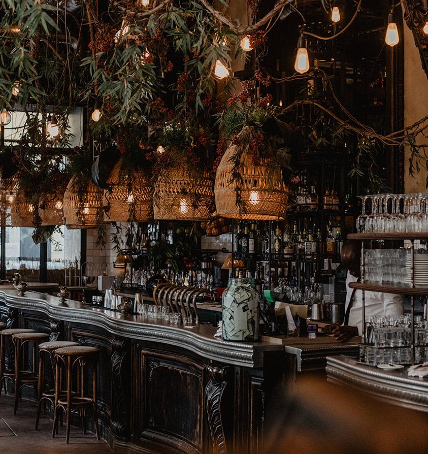 trendy paris restaurants with a social scene