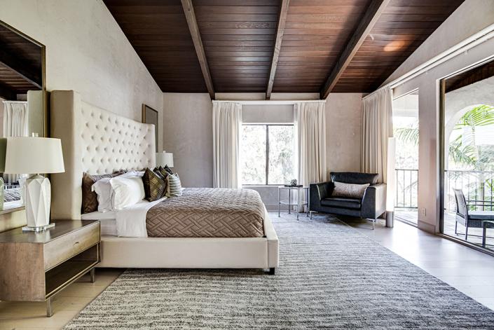 hollywood hills villa rental bedroom
