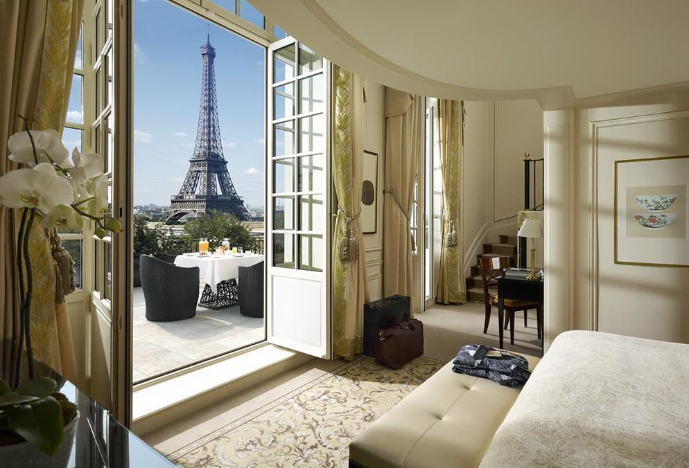 shangri-la paris view of Eiffel tower bedroom