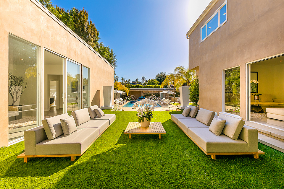 beverly hills villa rental patio seating