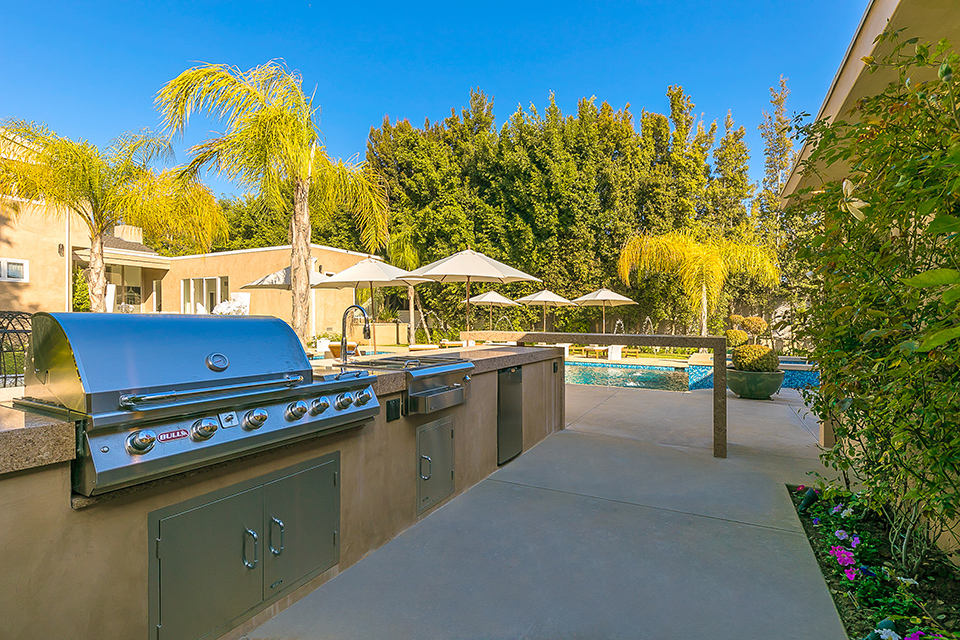 beverly hills villa rental barbecue