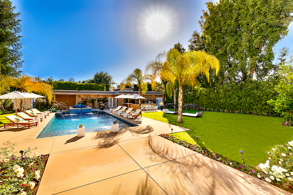 beverly hills villa rental backyard with pool