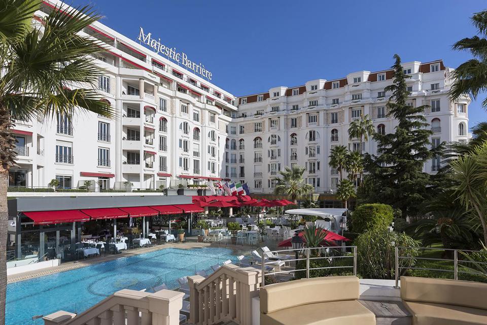 hotel majestic barriere pool