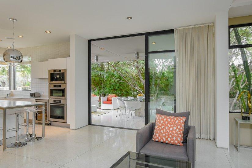 palm springs villa rental family room