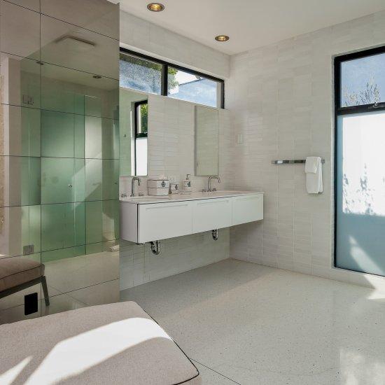 palm springs villa rental guest bathroom