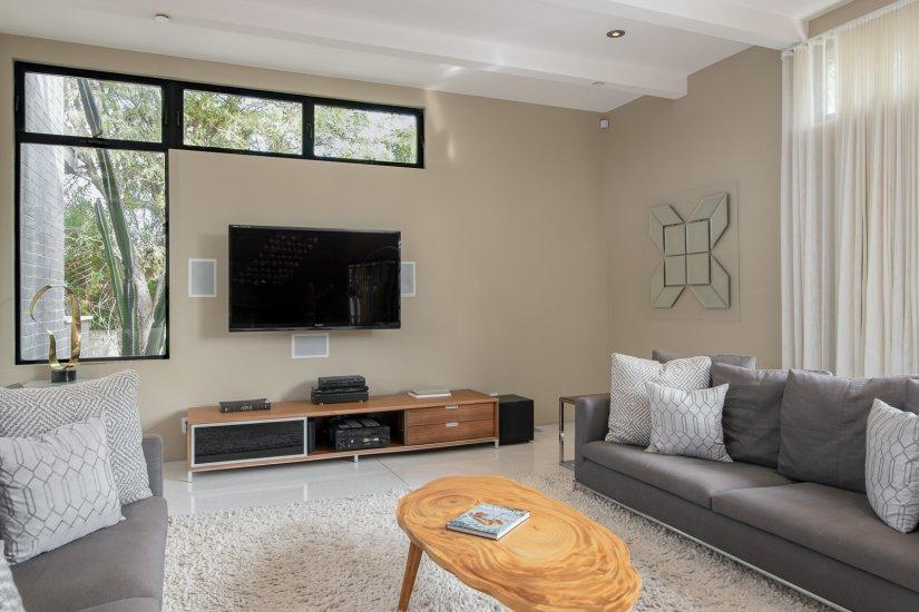 palm springs villa rental living room