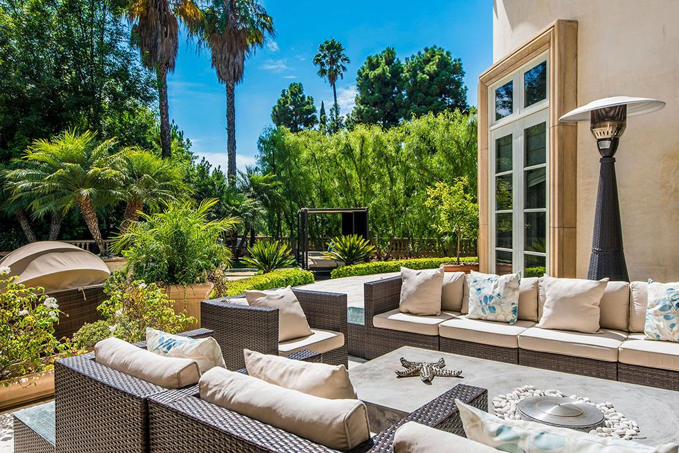 beverly hills villa rental patio furniture