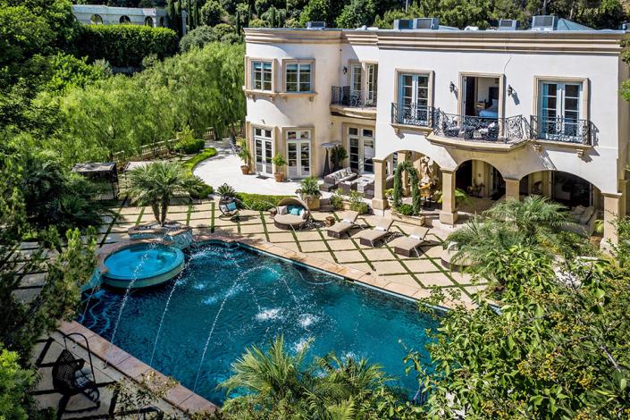beverly hills villa rental backyard patio