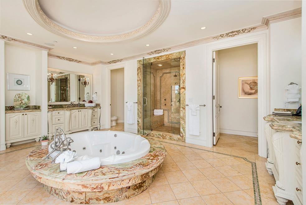 beverly hills villa rental master bathroom