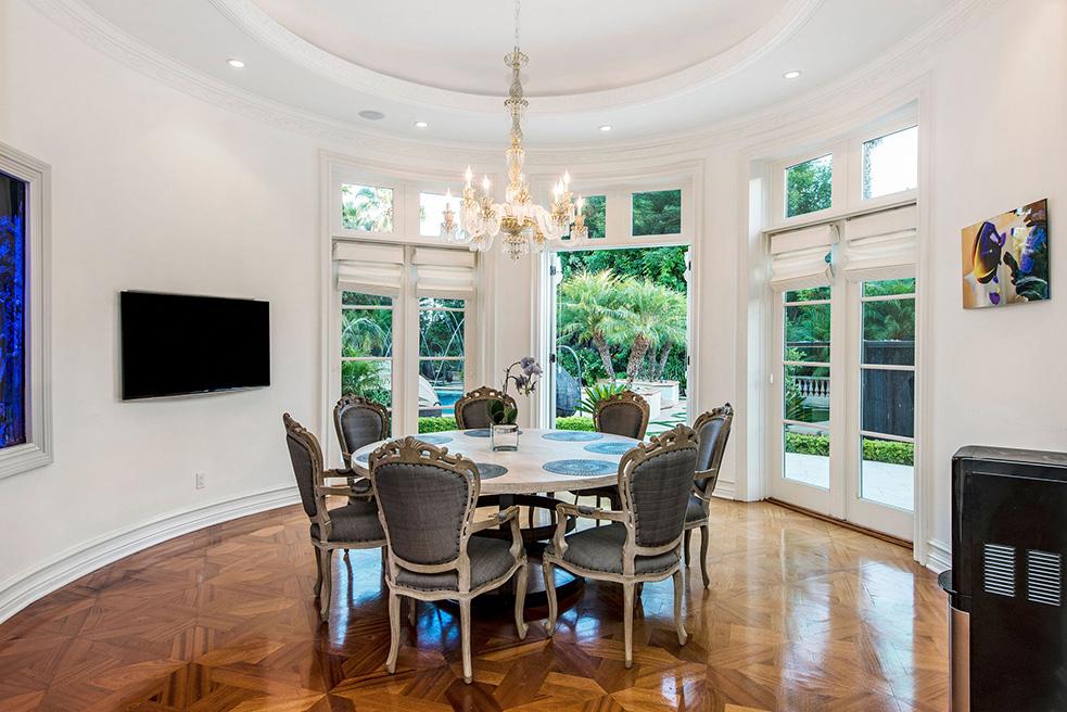 beverly hills villa rental dining table