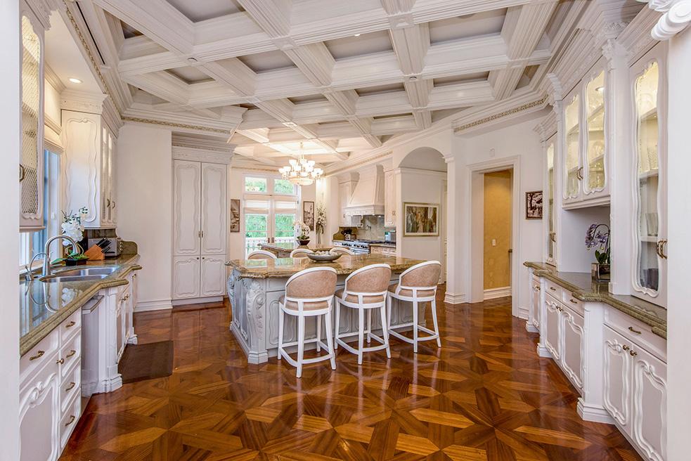 beverly hills villa rental kitchen