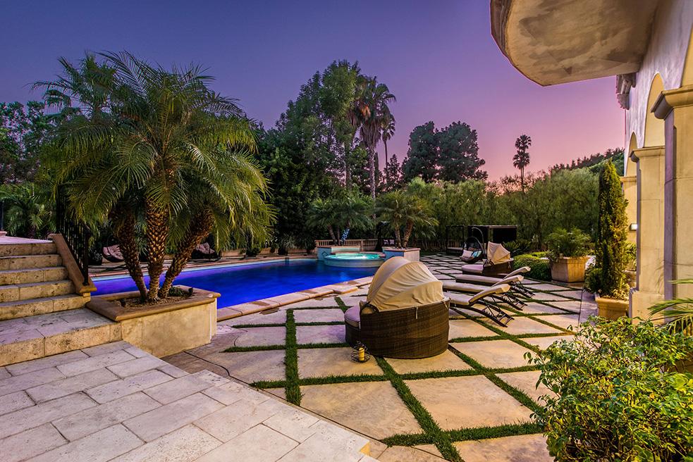 beverly hills villa rental backyard