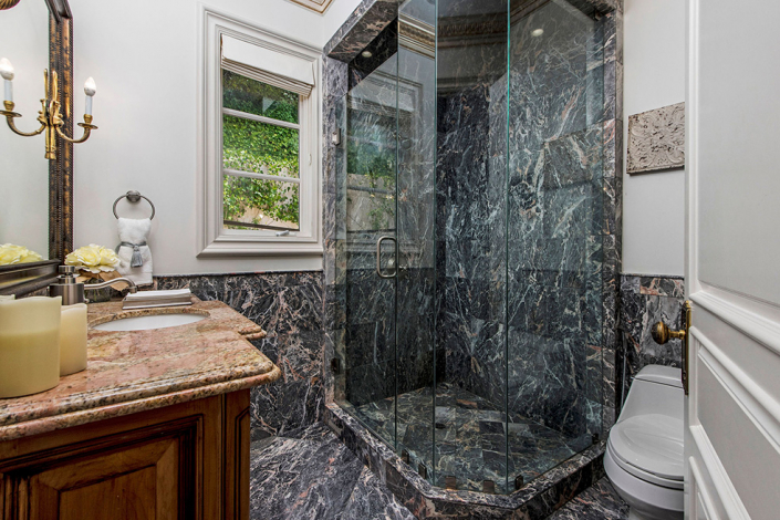 beverly hills villa rental guest bathroom
